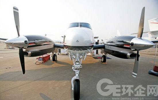 中国第一架私人飞机的出售,是在1996年.